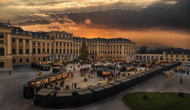 Zum Weihnachtsmarkt beim Schloss Schönbrunn 25.11.2021